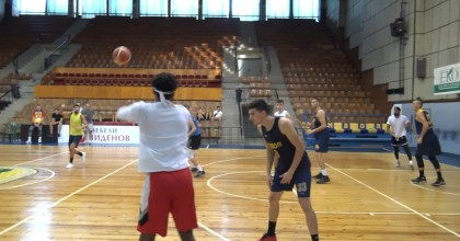 Баскетболистите стартираха с конфузна загуба в НБЛ